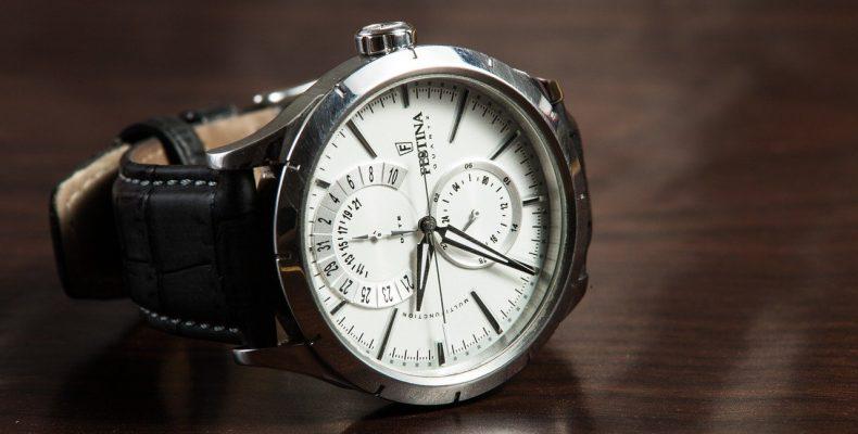 elegancki zegarek męski z białą tarczą
